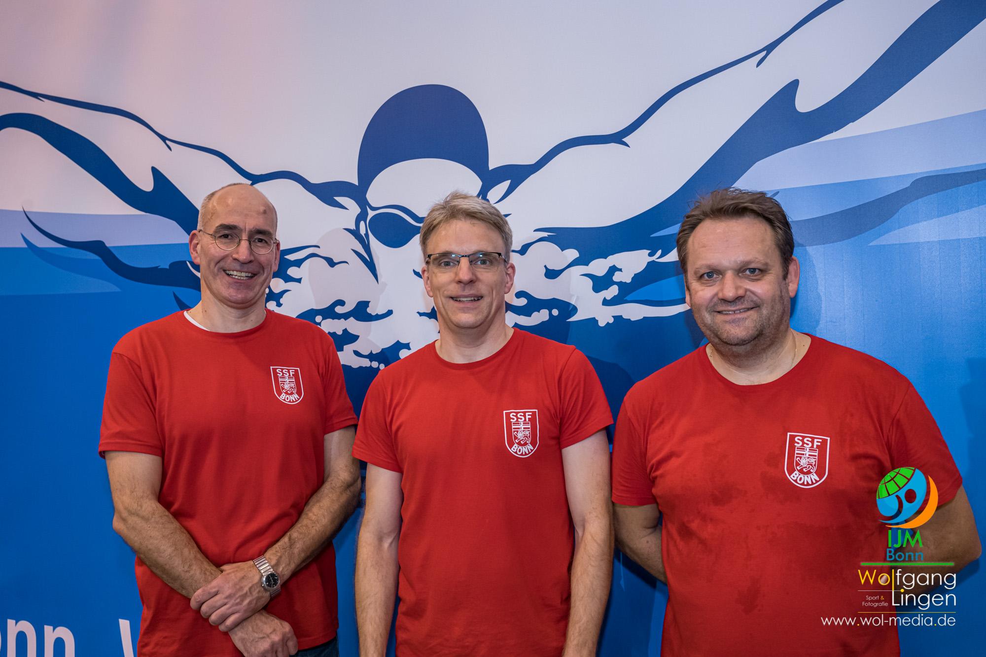Georg Walmbach (Abteilungsleiter Schwimmen SSF), Martin Schulze (CEO BusinessCode) und Jürgen Schnürle (Stellvertretender Abteilungsleiter und Fachwart für Nachwuchsarbeit)